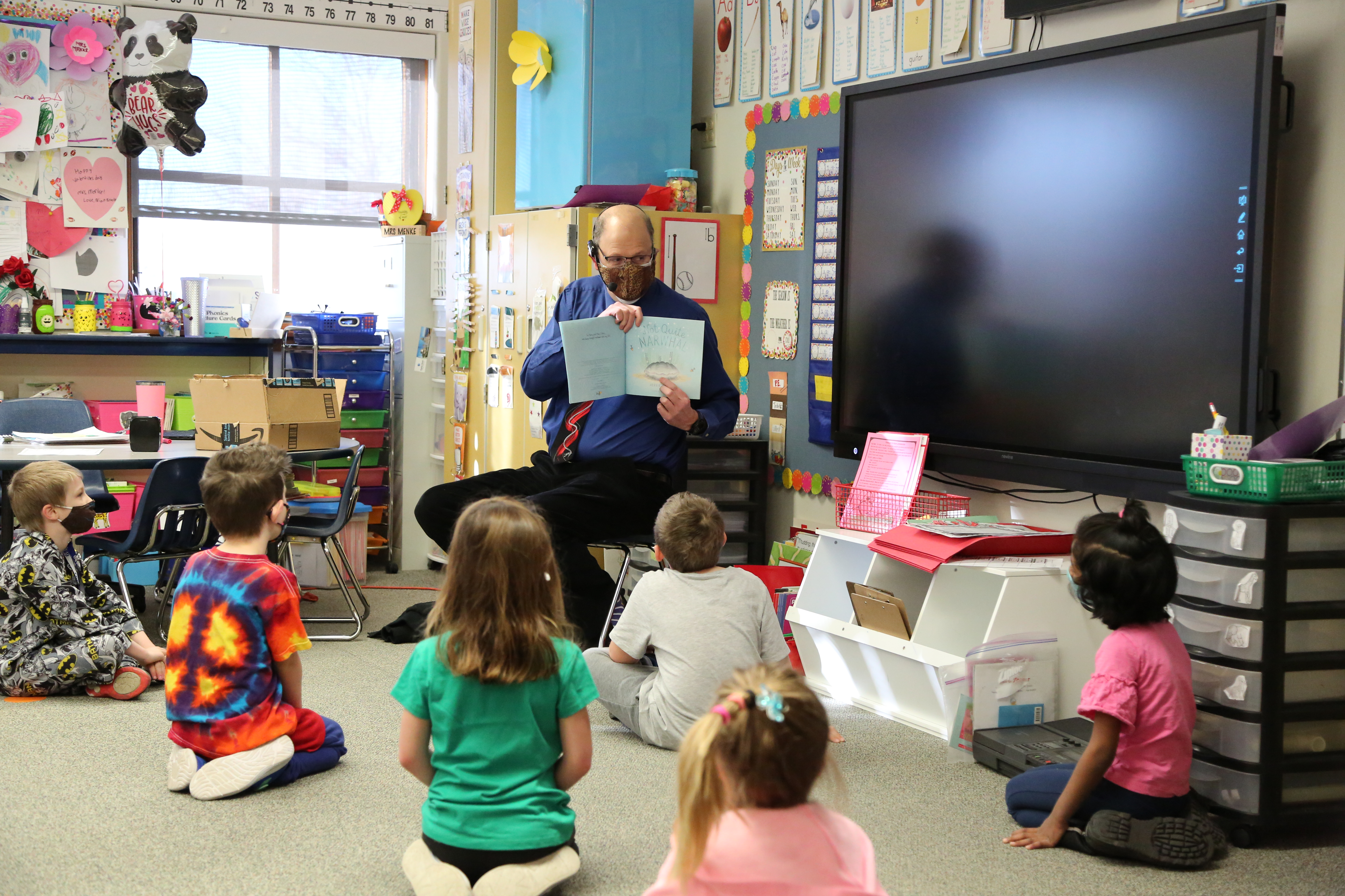 A PSD Board of Education member reads to kindergarteners.